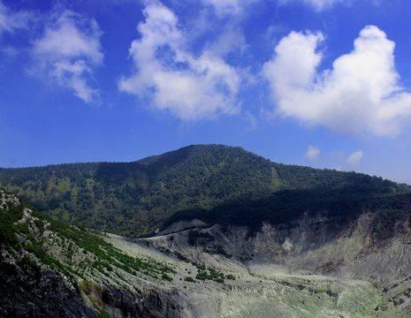 De actieve Tangkuban Prahu Vulkaan in Bandung, Java
