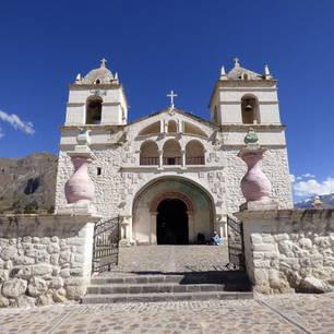 Kerk-in-de-hoogte-van-Colca-Canyon(10)