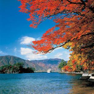 Japan-Lake-Towada-1