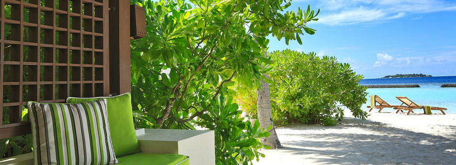 Kurumba-beachfront-deluxe-bungalow-3