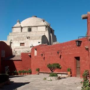 Roodkleurig-gebouw-in-Arequipa(10)