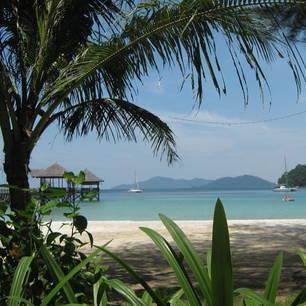 Maleisië-MaleisischBorneo-Sabah-GayaIsland-doorkijkje over een baai(8)