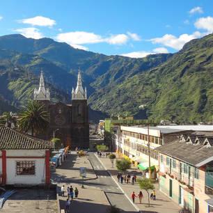 Prachtig uitzicht op Banos de Agua Santa