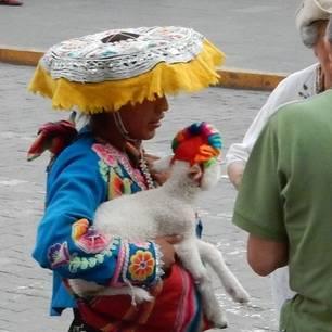 Local-met-peruaanse-gele-hoed(10)