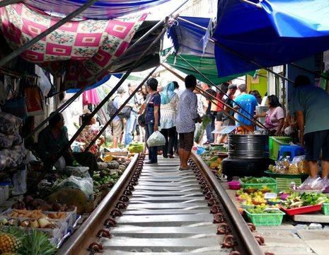 Thailand-Riverkwai-treinmarkt_2_273475