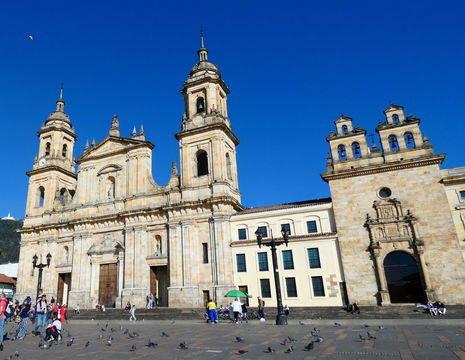 De kathedraal op het plein in Bogota